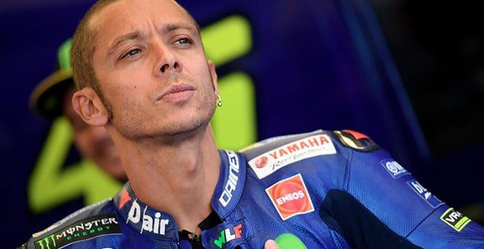 Brutto infortunio alla gamba per Valentino Rossi che abbandona i sogni mondiali