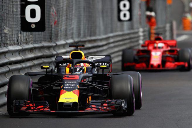 Daniel Ricciardo precede Sebastian Vettel
