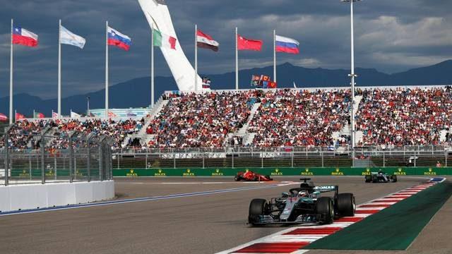 Formula Uno: A Sochi Hamilton vince il GP di Russia grazie al regalo di Bottas